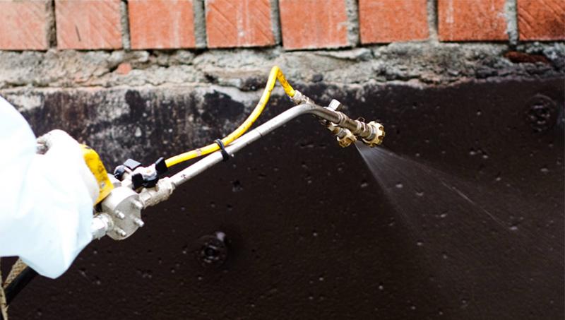 Один из лучших методов гидроизоляции считается жидкая резина, которой обрабатывают поверхности